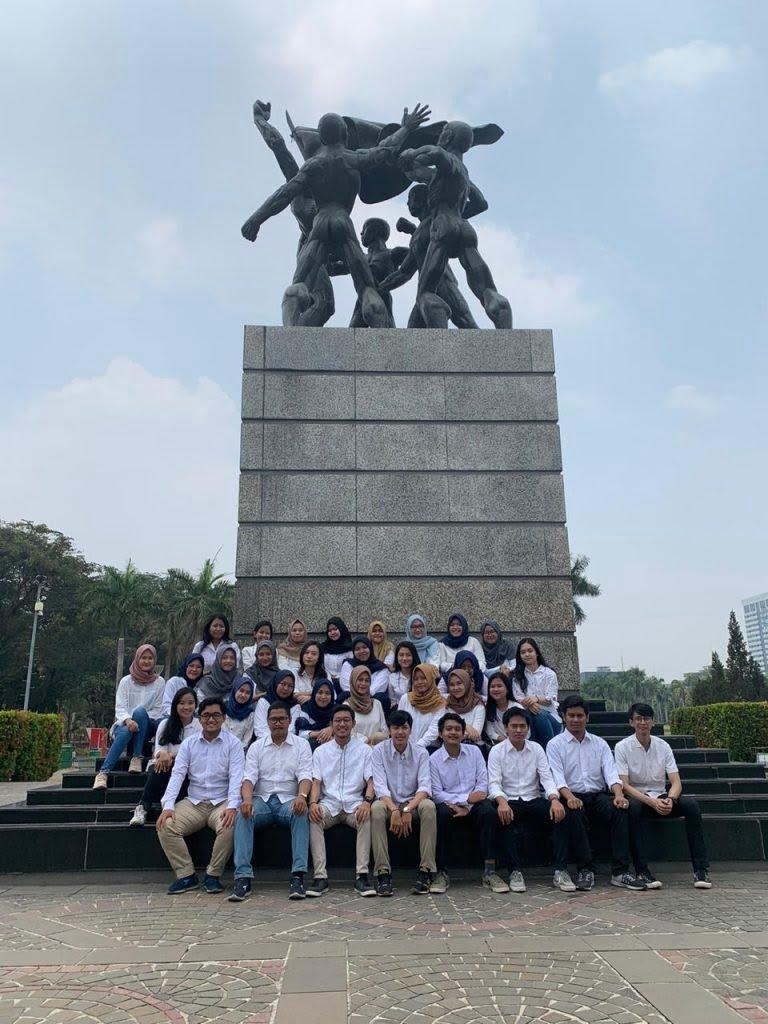 Gambar Monumen Sumpah Pemuda Kelompok Studi Akuntansi Esa Unggul Gelar Upacara Sumpah Pemuda Di Monas Fakultas Ekonomi